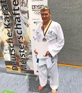 Karatetraining mit Landesstützpunkttrainer Heinrich